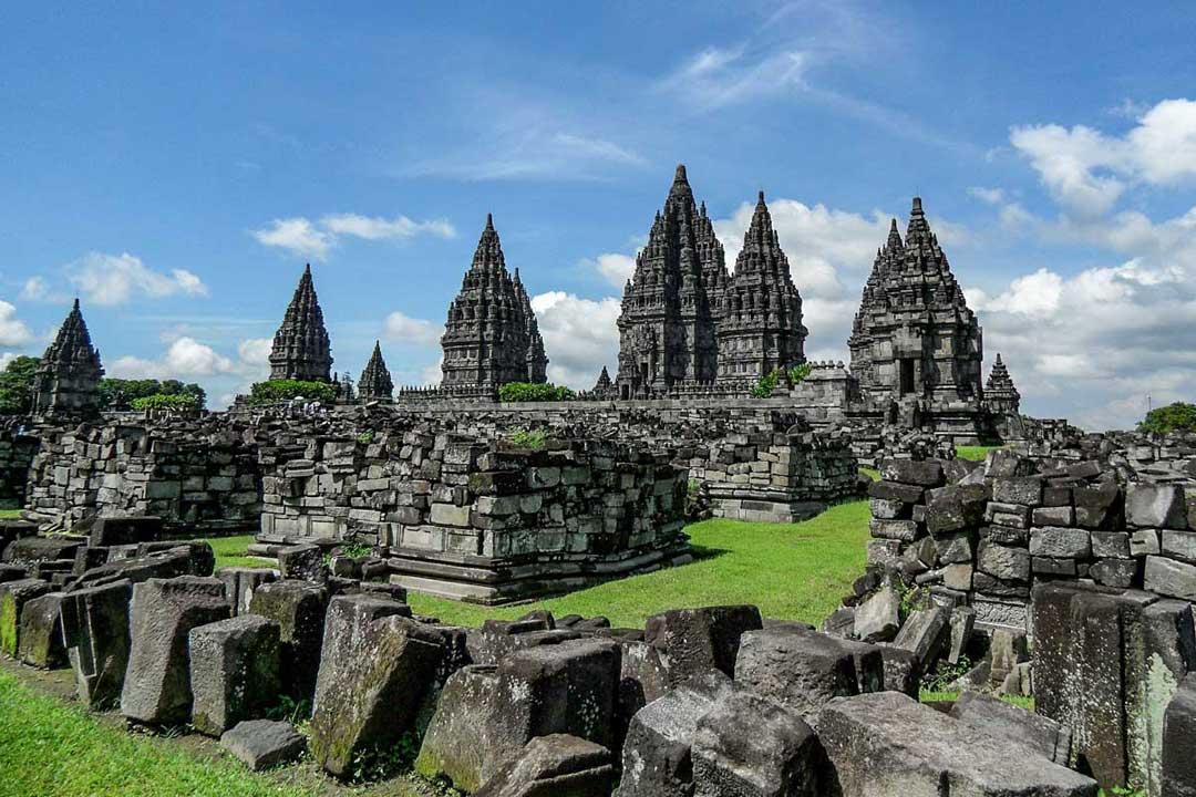 prambanan-temple-grounds