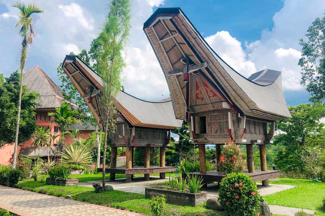 tana-toraja-houses