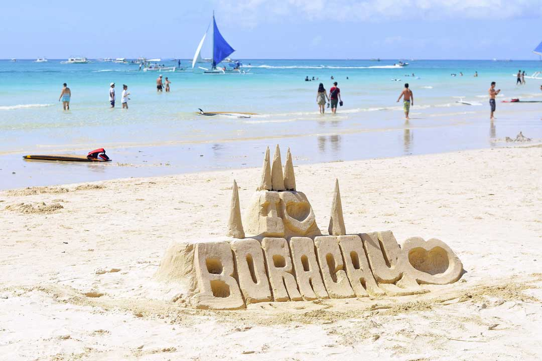 boracay-beach-with-a-sand-sclupture