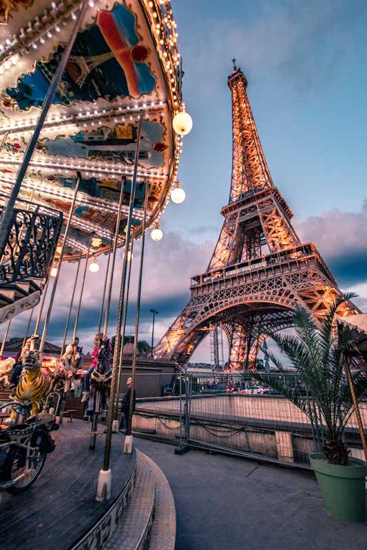 eiffel-tower-in-paris-after-dark