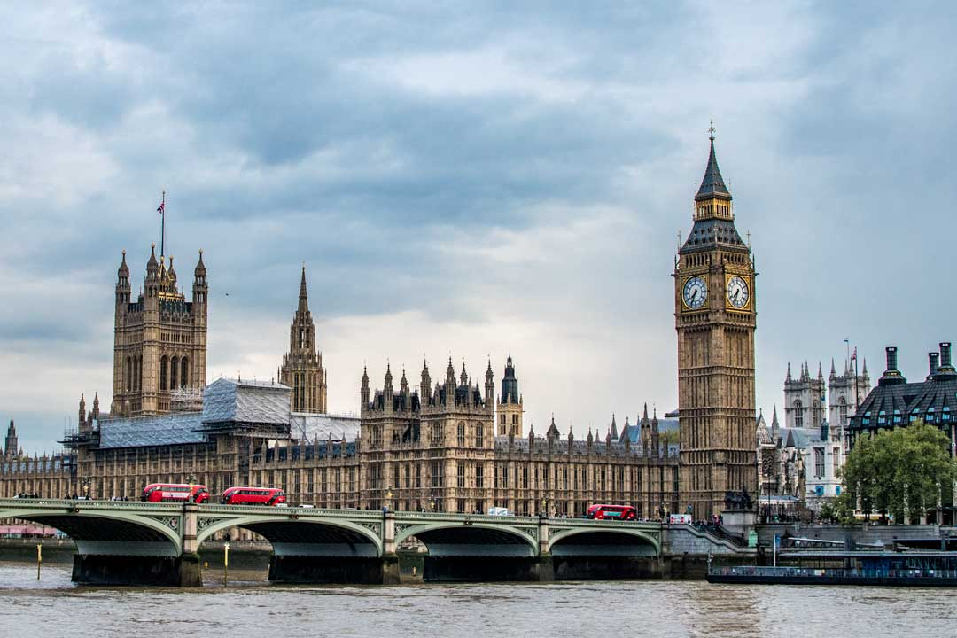 landmarks-in-europe-panorama-of-big-ben-and-parliament-building