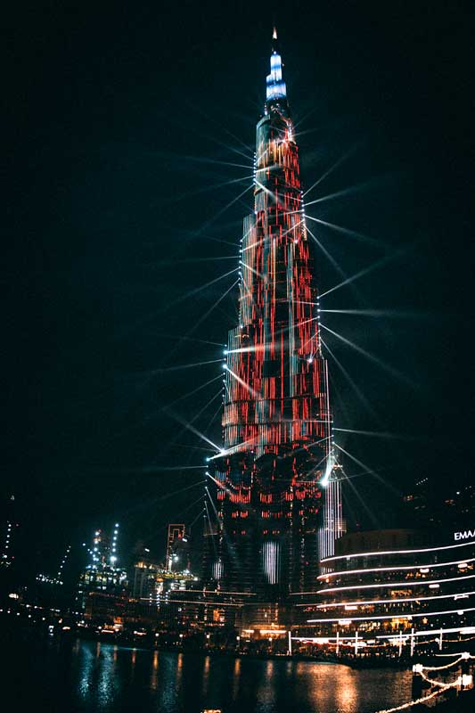 burj-khalifa-at-night-with-a-laser-show