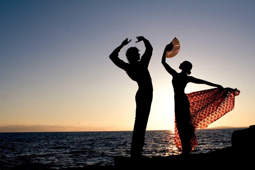 flamenco-dancers-by-the-sea