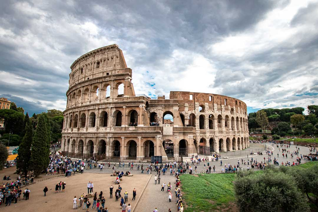 italy facts-colosseum with a lot of tourists