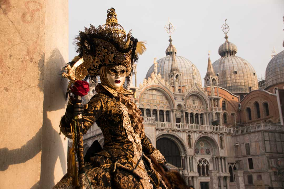 man-with-a-mask-in-venice