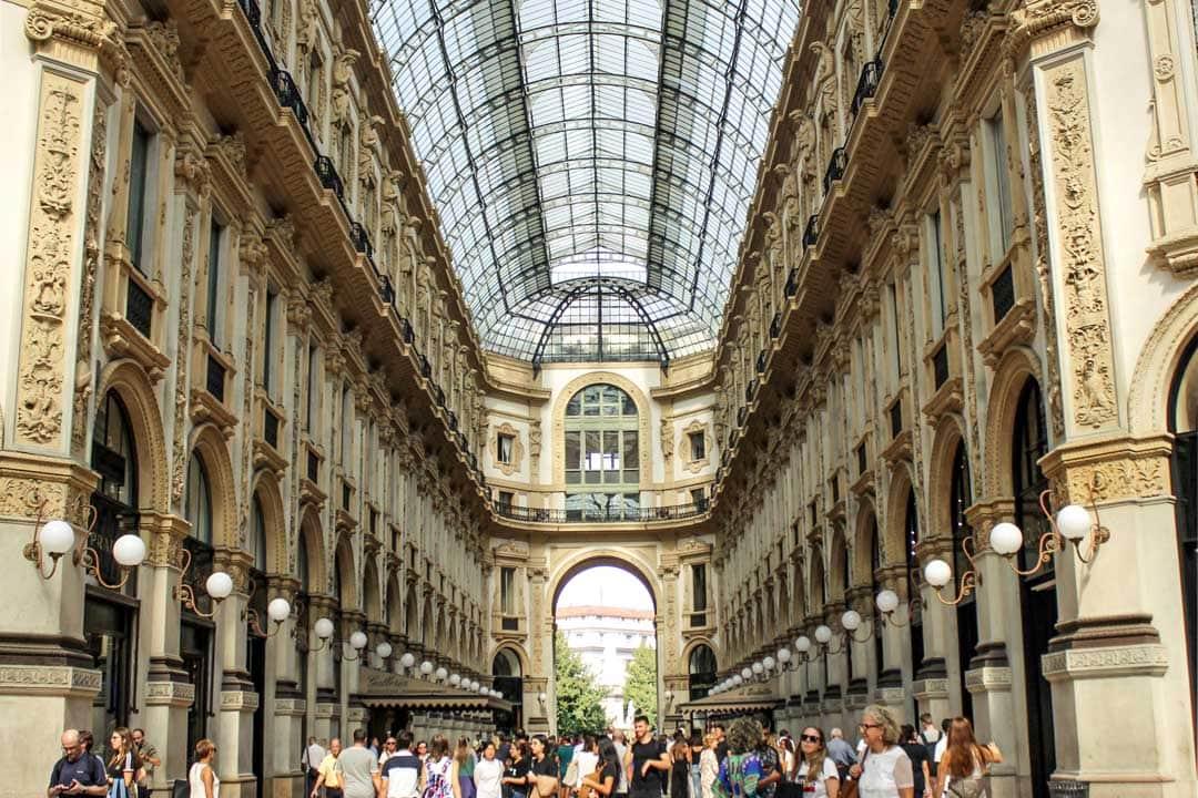shopping-area-in-milan