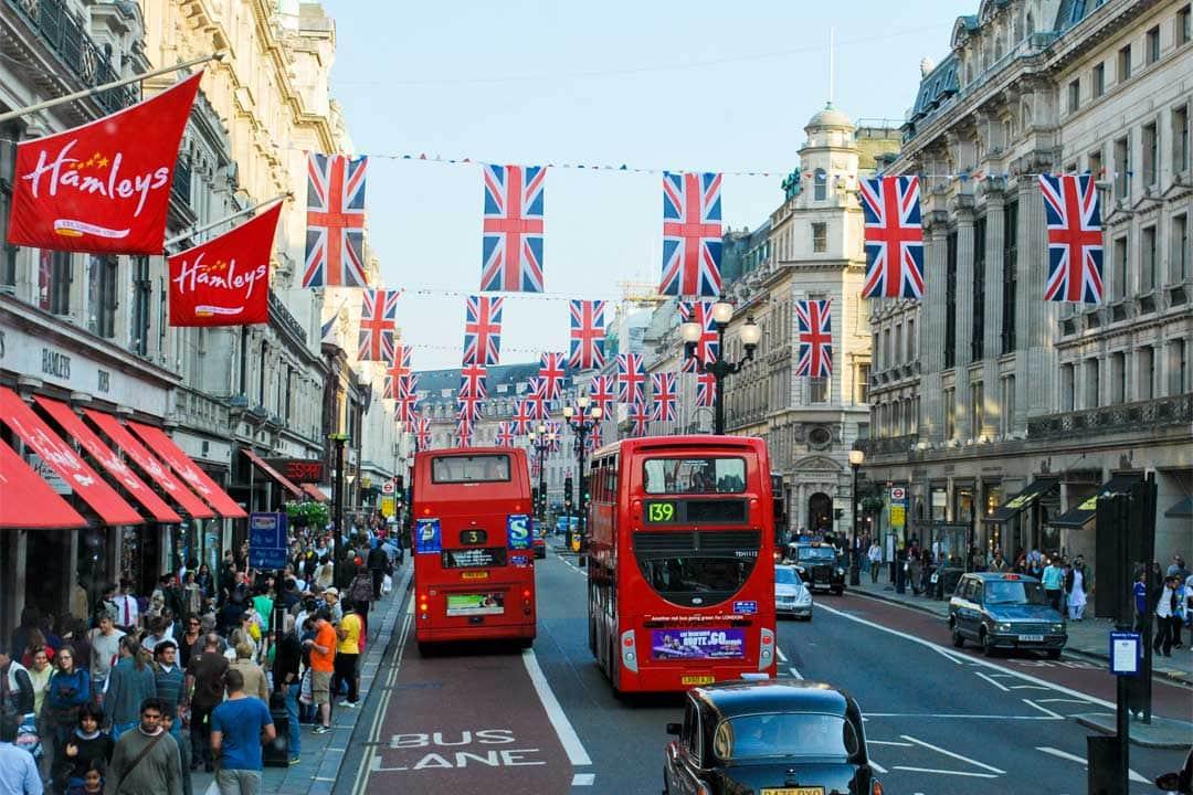 shopping-street-in-london