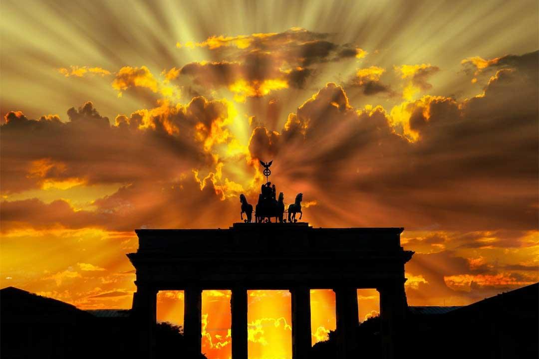 sunrise-over-brandenburg-gate