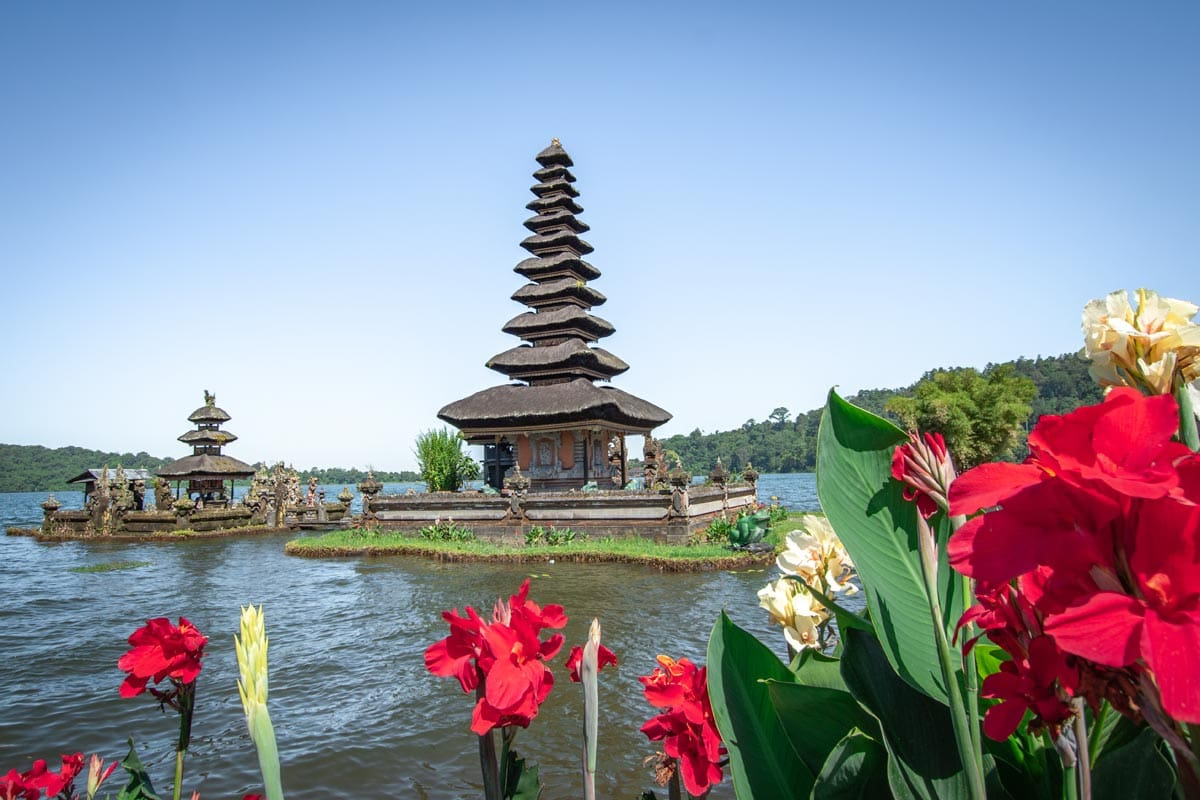 bali-bucket-list--temple-in-the-water-with-floers-on-the-foreground