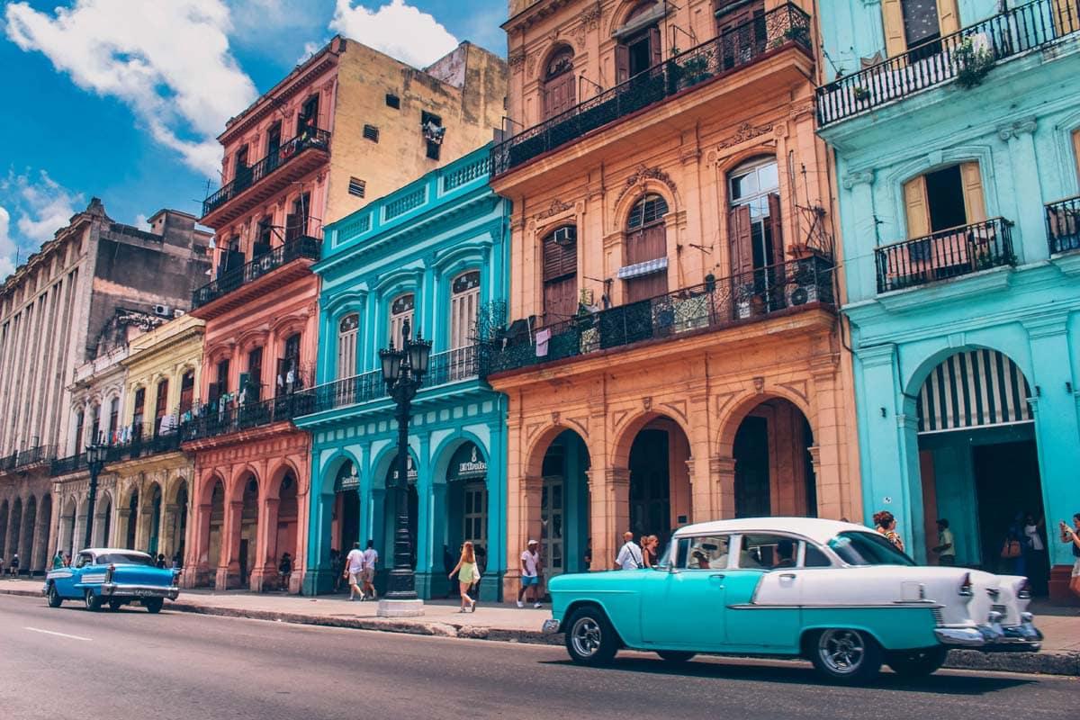 colorful-havana-street-with-vintage-cars