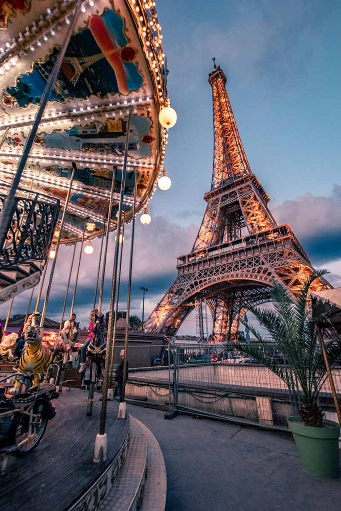 eiffel-tower-and-carousel-on-sunset
