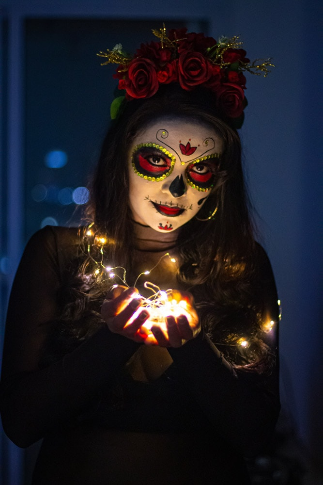 girl-with-makeup-holding-lights