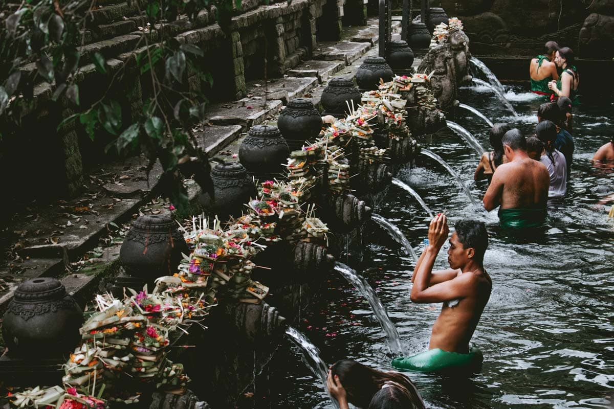 indonesians-performing-ritual-cleansing