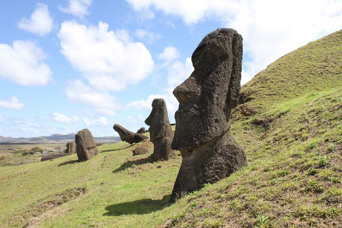 moai-heads-on-a-hill
