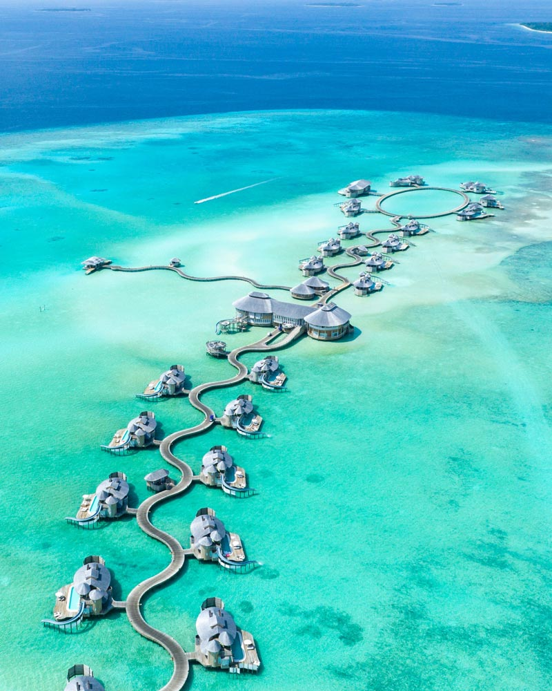 overwater-bungalows-from-birdeye-view