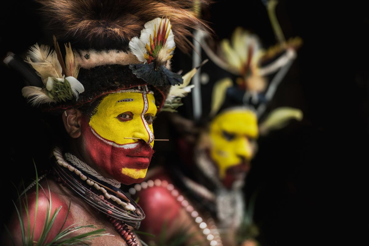 papua-tribe-member-in-his-typical-makeup