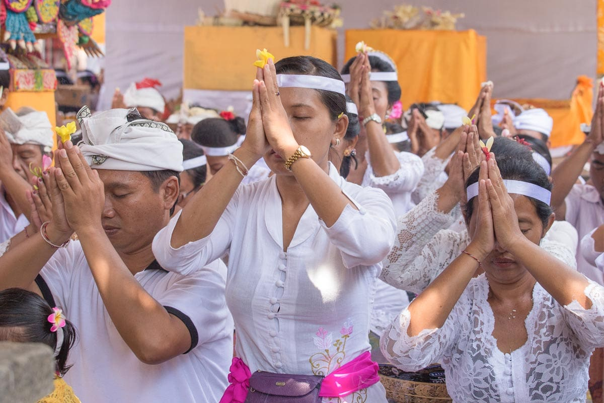 praying-indonesians