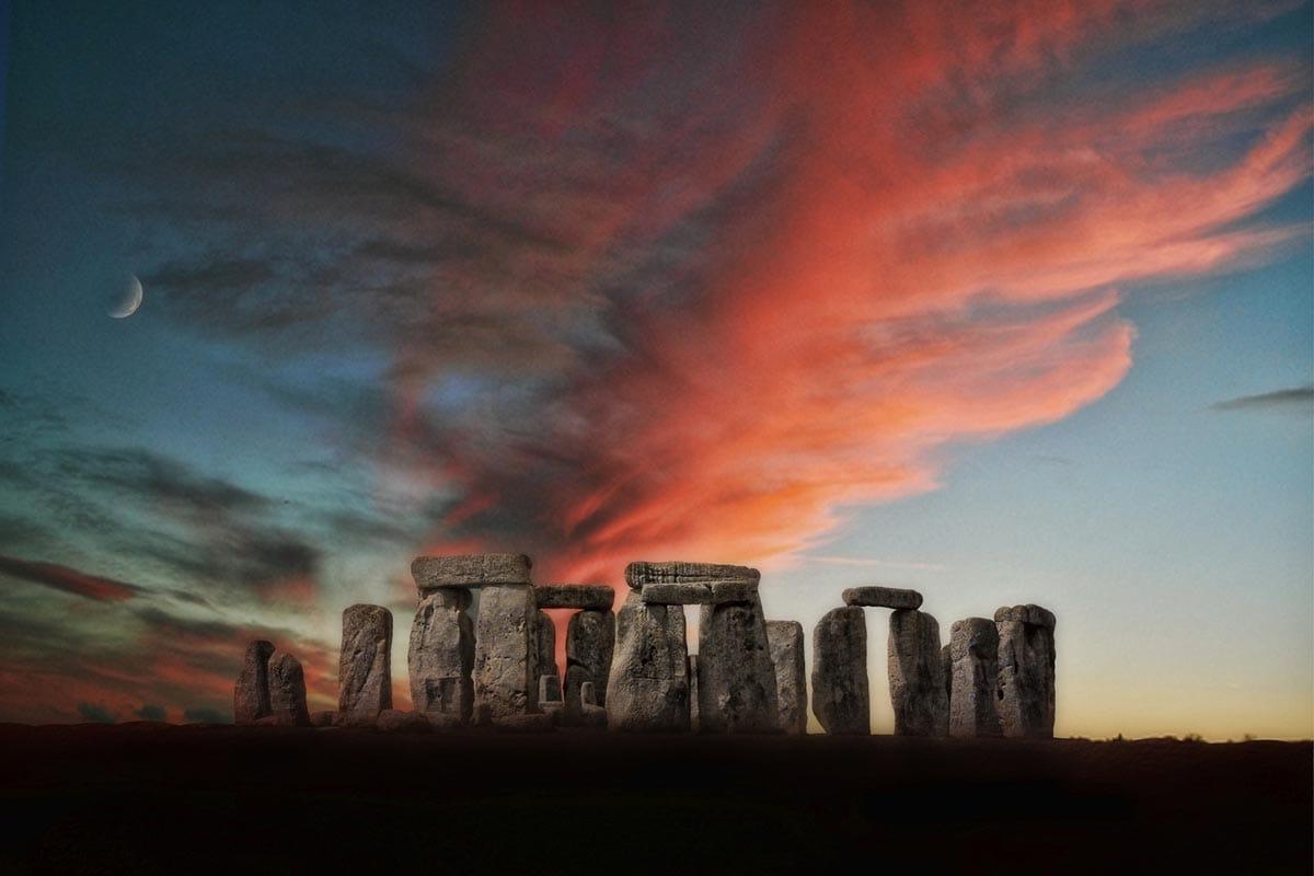 stonehedge-at-sunset