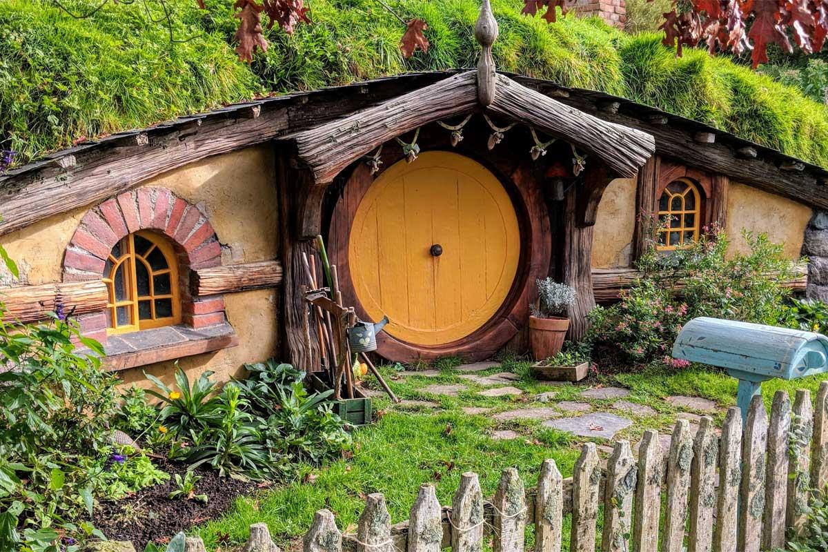 travel-bucket-list-ideas-hobit-house-in-hobitton
