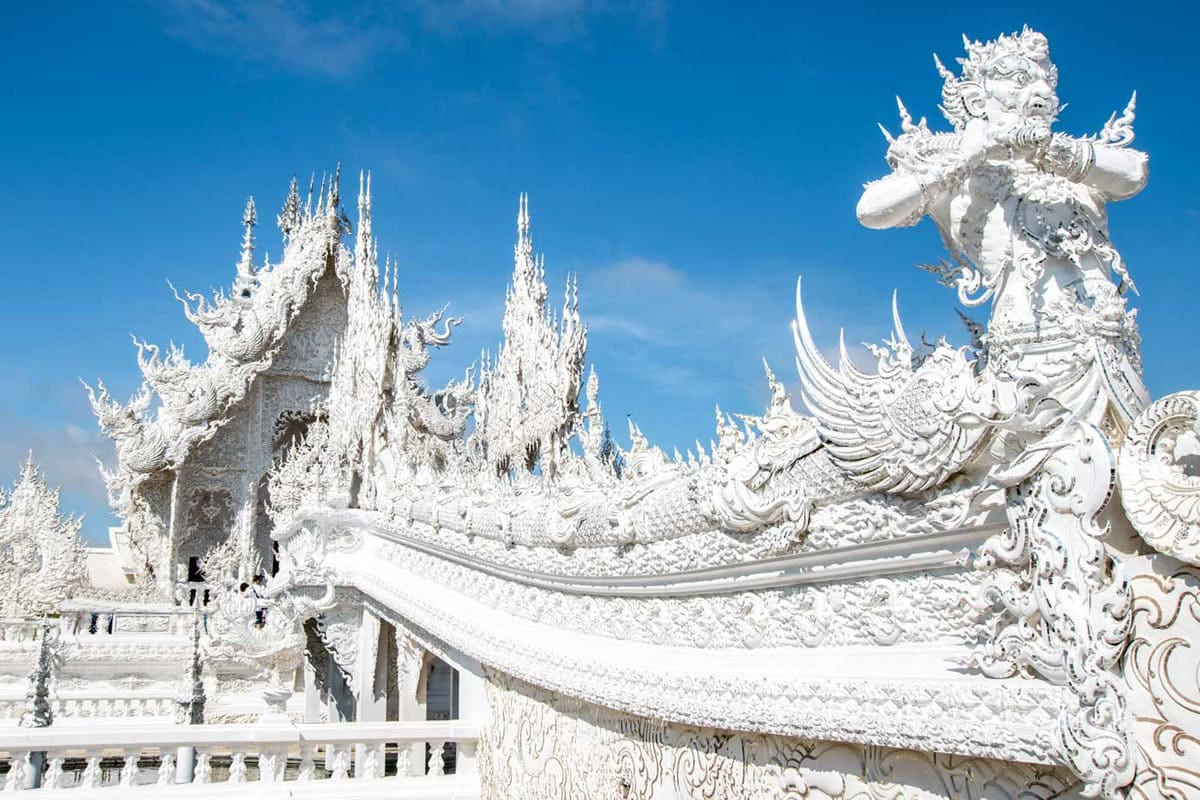 travel-bucket-list-white-temple-in-thailand