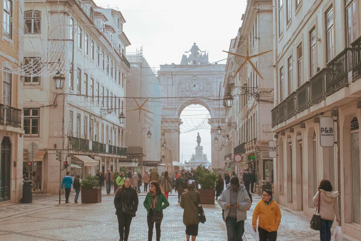 busy-pedestrian-street-in-lisbon