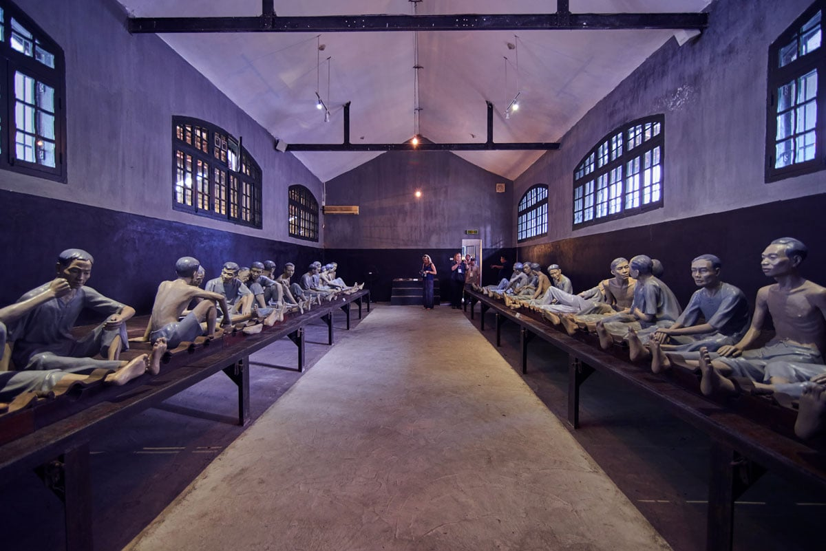 exhibition-inside-hoa-lo-prison