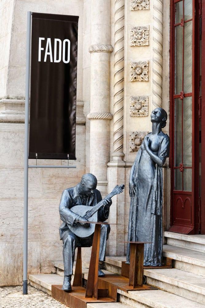 fado-performing-statues