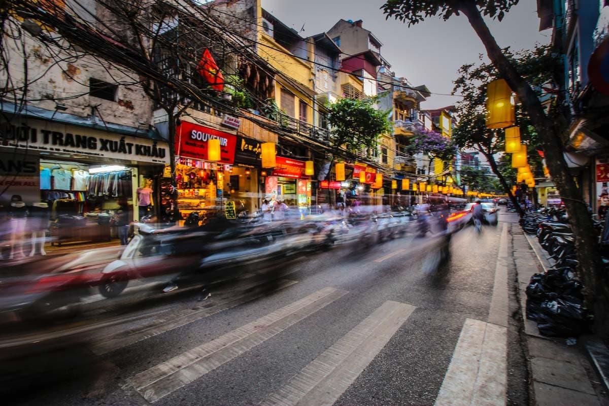 hanoi bucket list - crossing the street