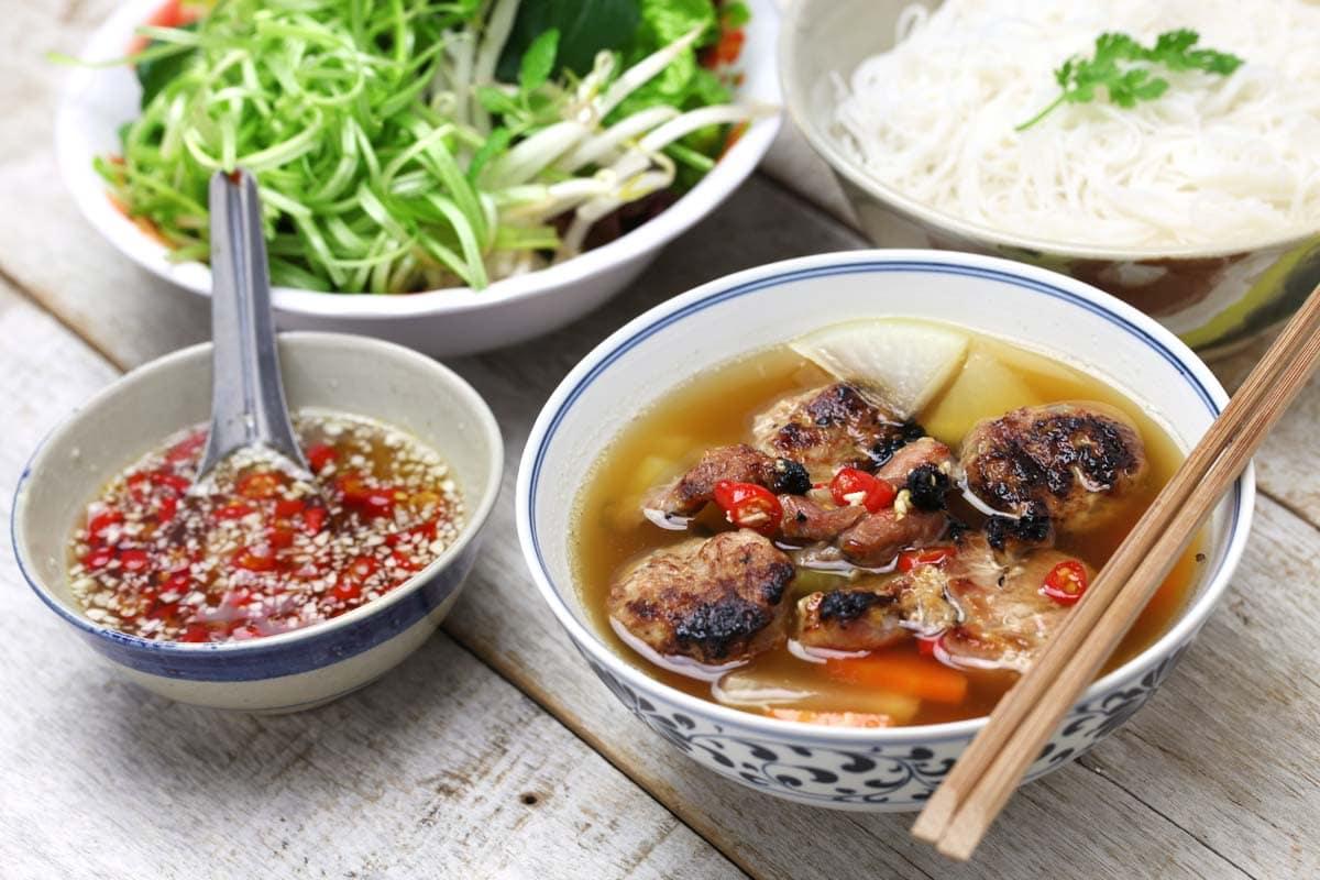 hanoi-bucket-list-try-bun-cha