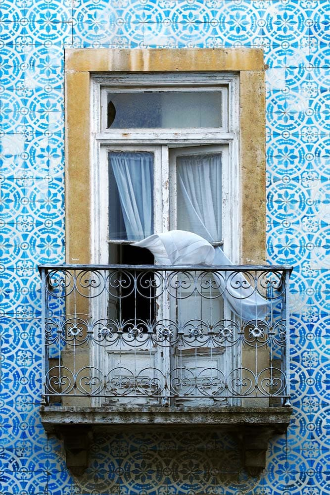 lisbon-bucket-list-balcony-hunt