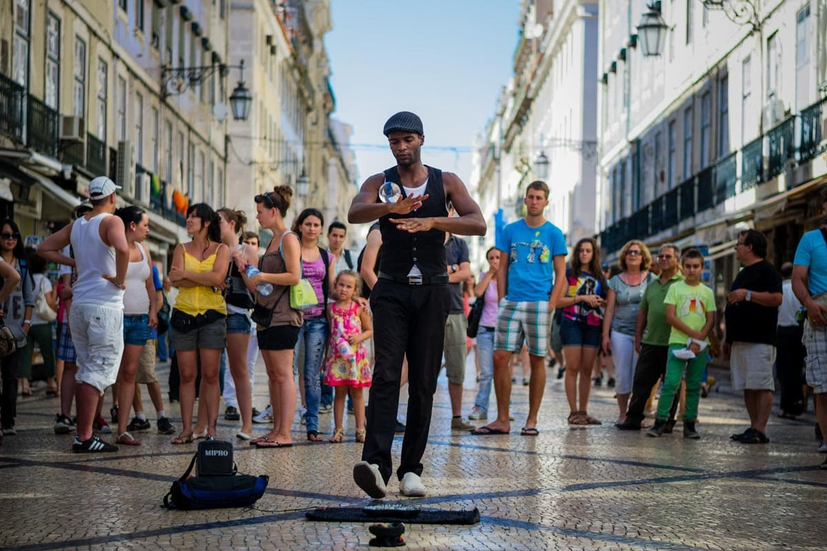 lisbon-bucket-list-street-performer