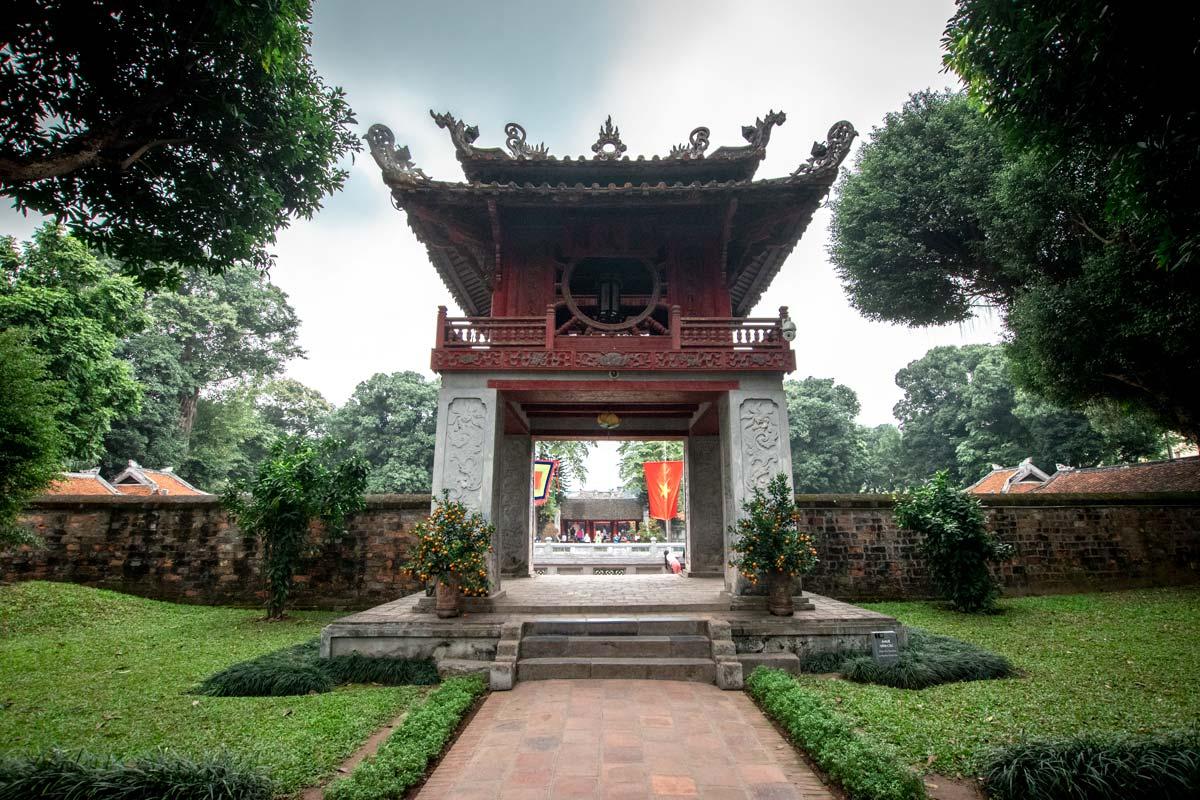temple-of-literature-entrance