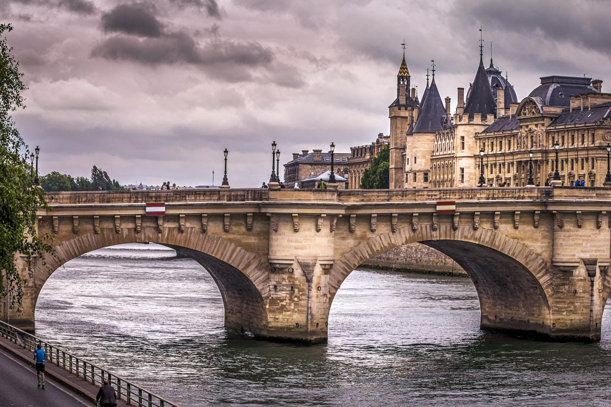 pont-neuf-on-a-cloudy-day