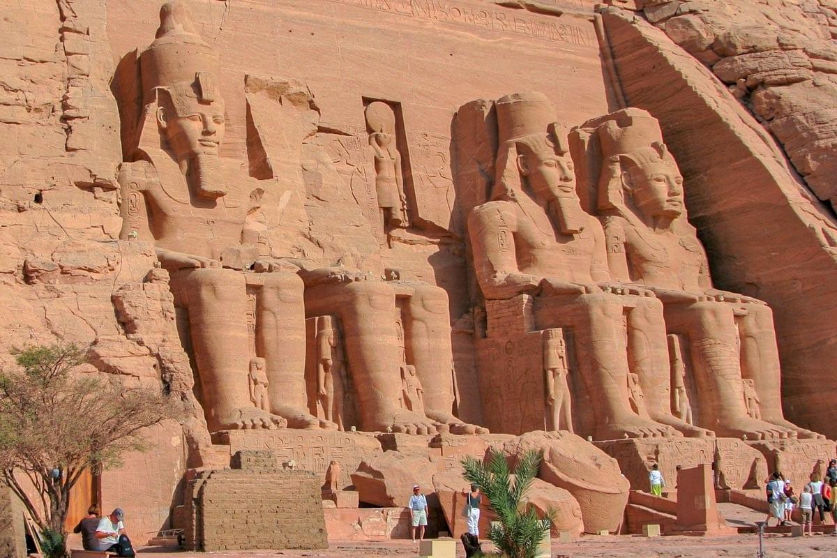 abu-simbel-statues-with-tourists