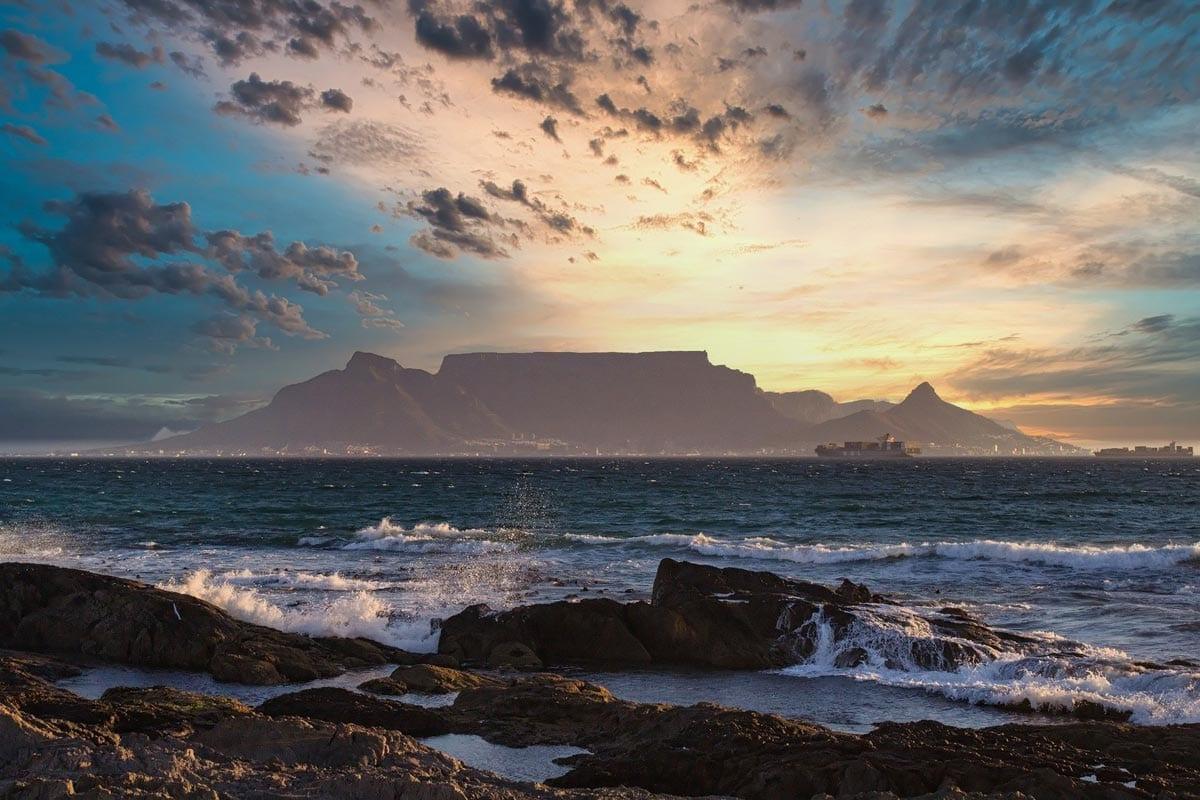 african-landmarks-table-mountain
