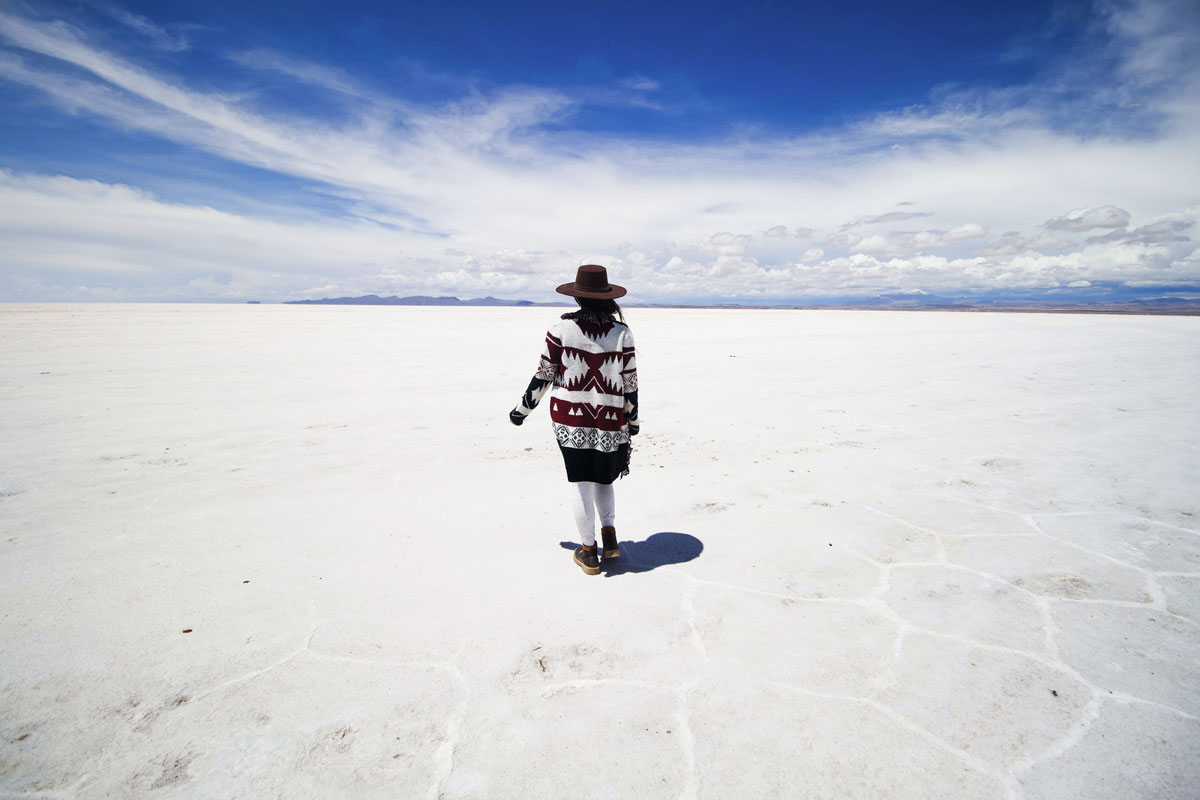 landmarks-in-south-america--woman-in-Salar-de-Uyuni