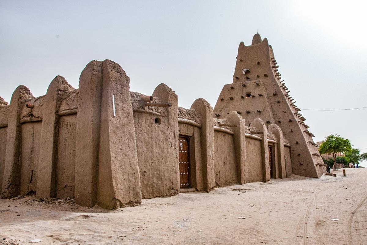 odd-mud-mosque-in-timbuktu