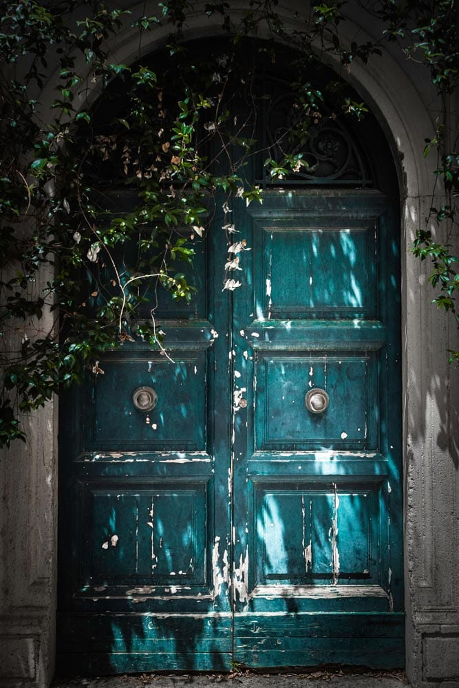 old-blue-door-in-rome