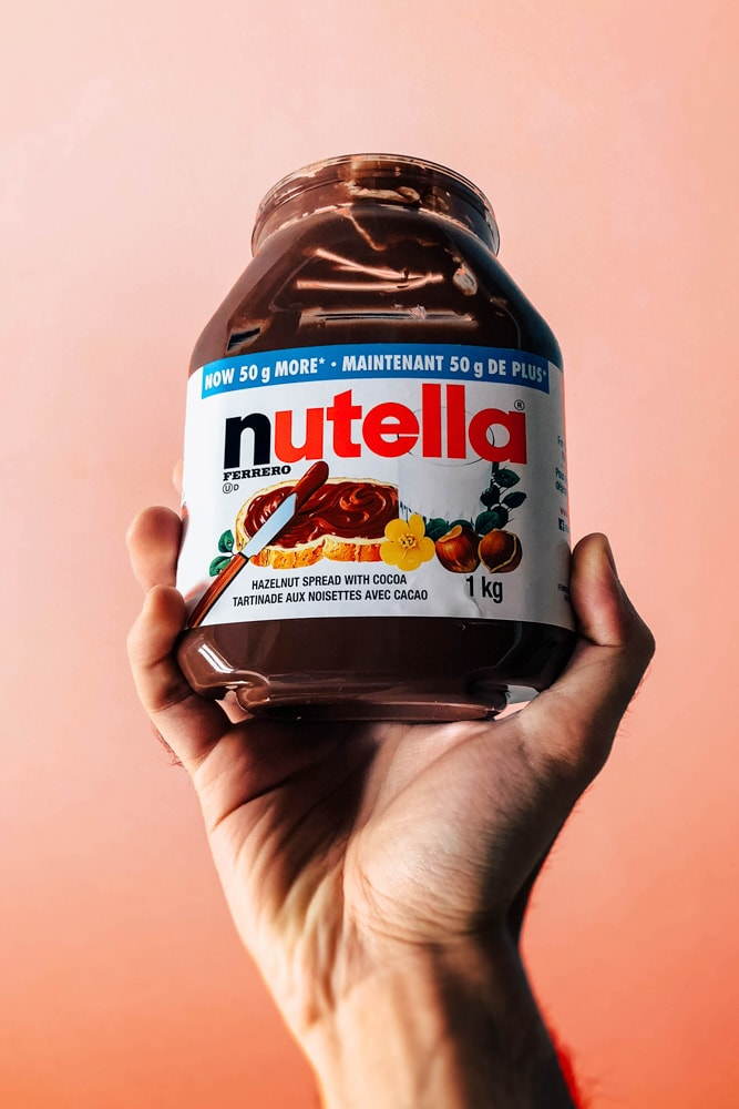 italy-facts-hand-holding-a-nutella-jar