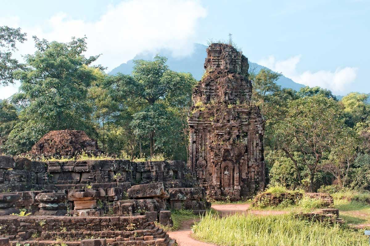 landmarks-in-vietnam-my-son-temple-ruins