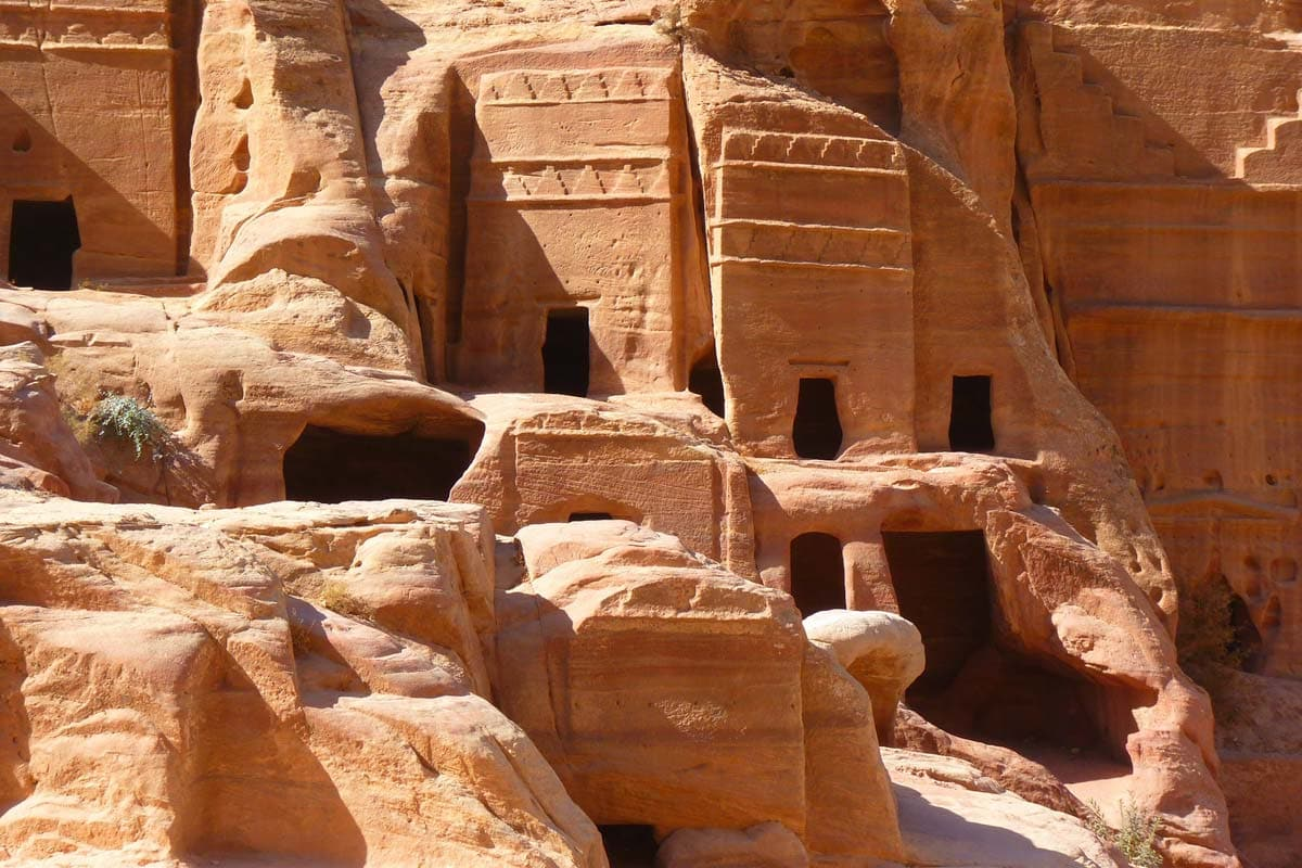 facts-about-petra-countles-tobs-inside-the-city
