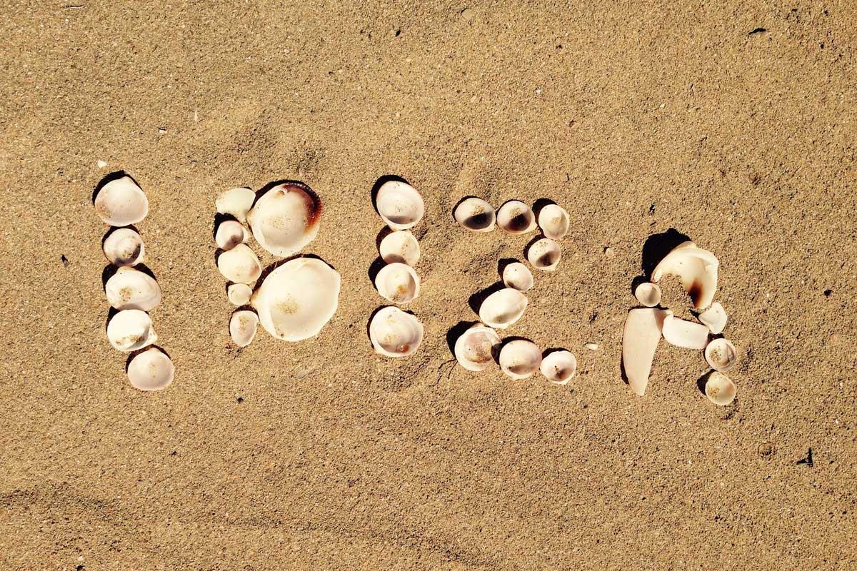 ibiza-written-in-sand-with-shelfish