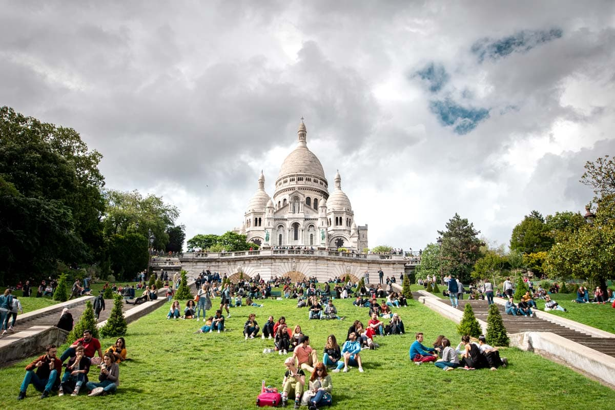 paris-bucket-list-sacre-couer-picnic