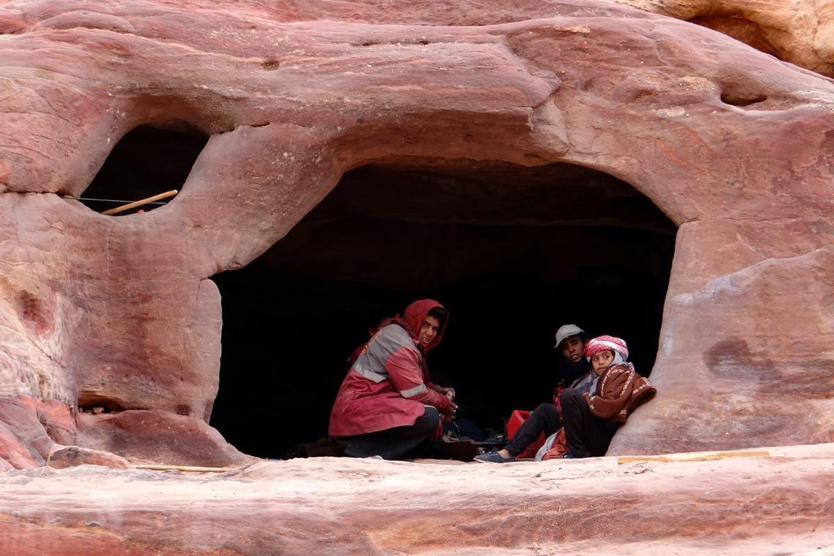petra-facts-bedouin-family-in-a-cave