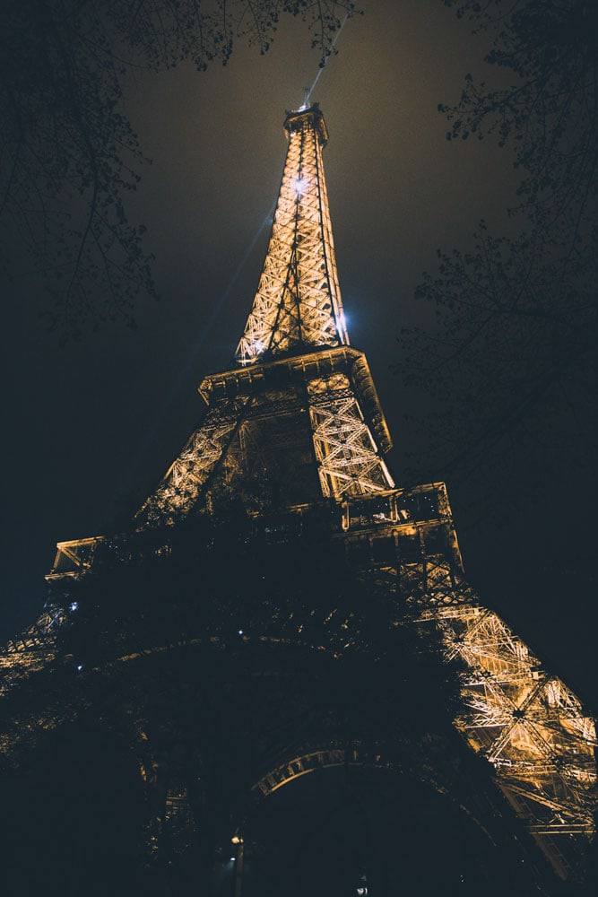 sparkling-eiffel-tower-after-dark