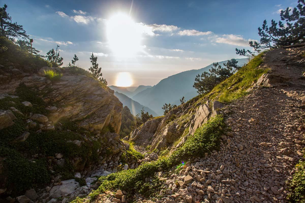 beautiful-mountain-landscape-on-sunrise