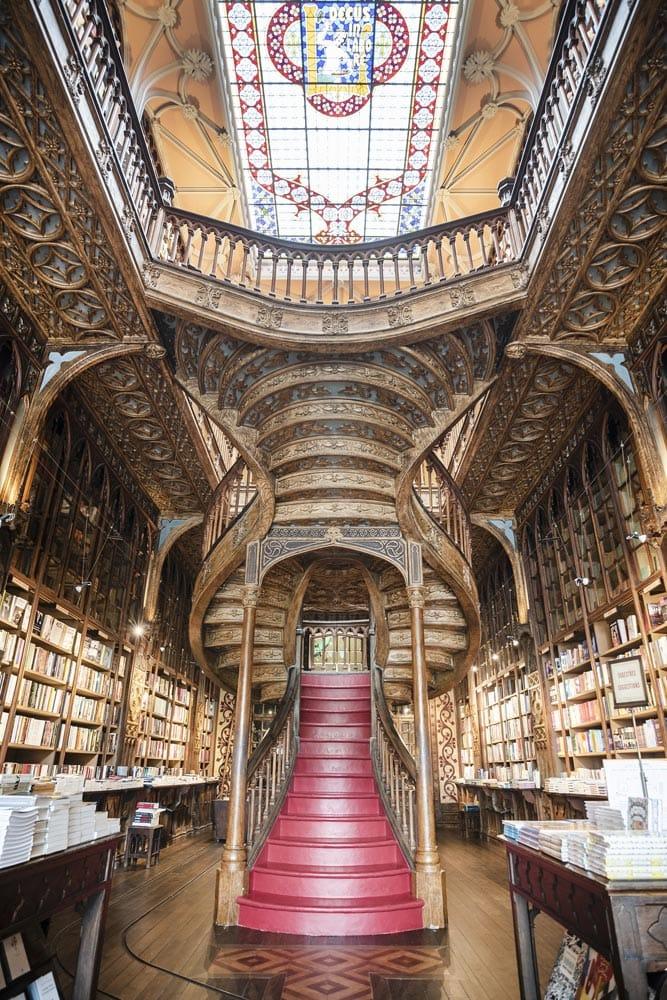 fairytale-interior-of-livaria-lello-in-porto