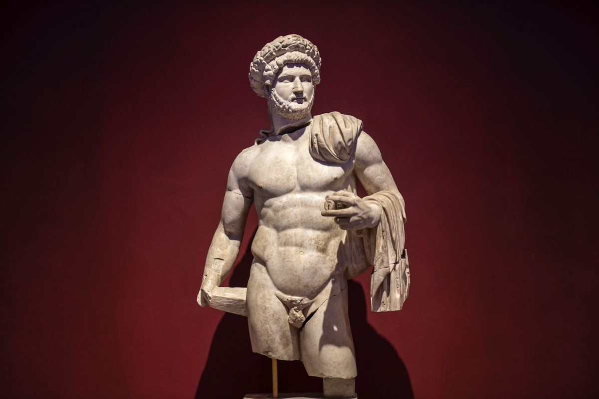 fun-facts-about-greece-ancient-greek-statue-of-a-man