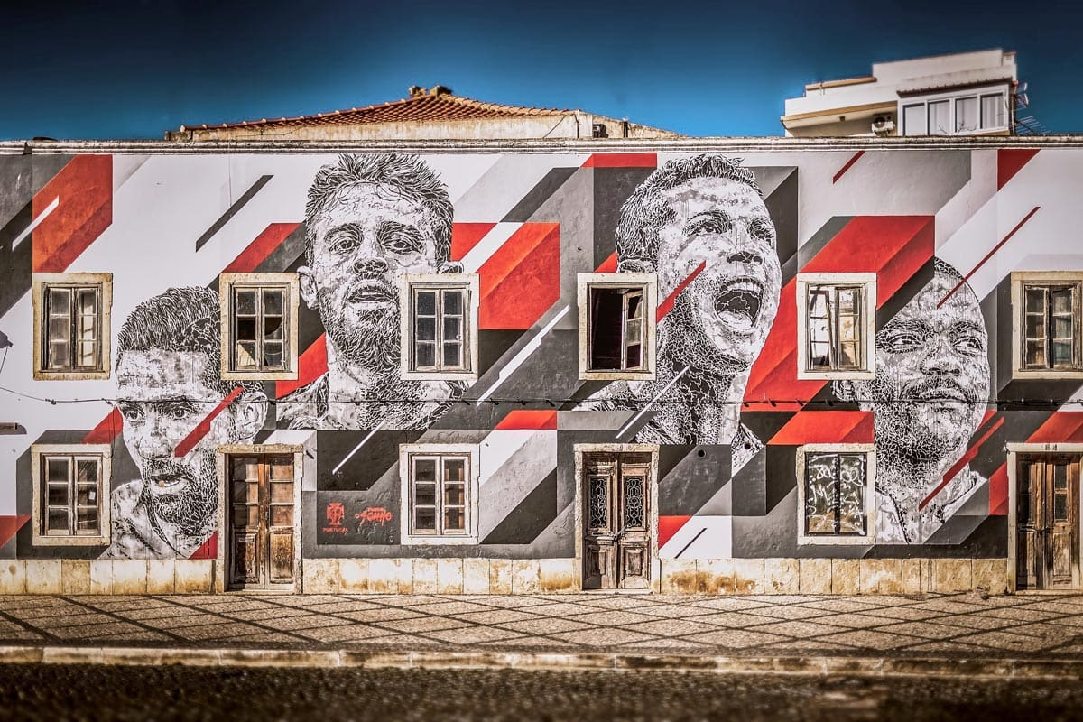 house-with-portuguesse-footbal-players-painted-on-the-facade