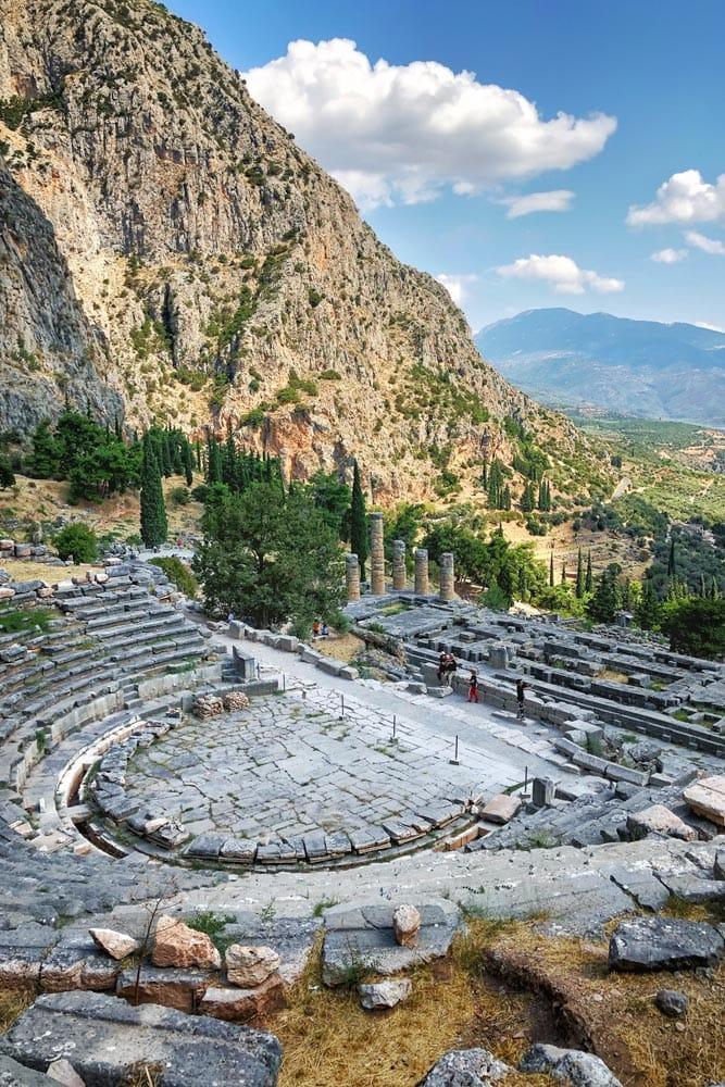 landmarks-in-greece-sanctuary-of-delphi